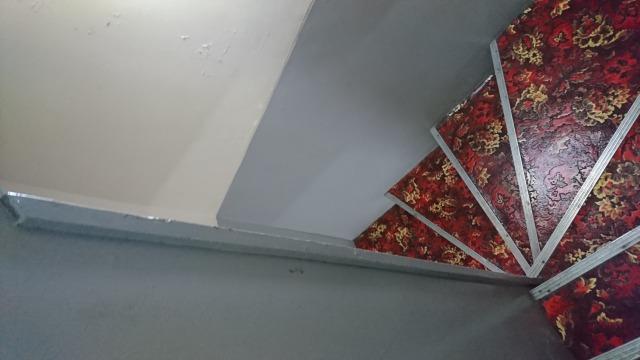 洗体のお店に行くまでの階段